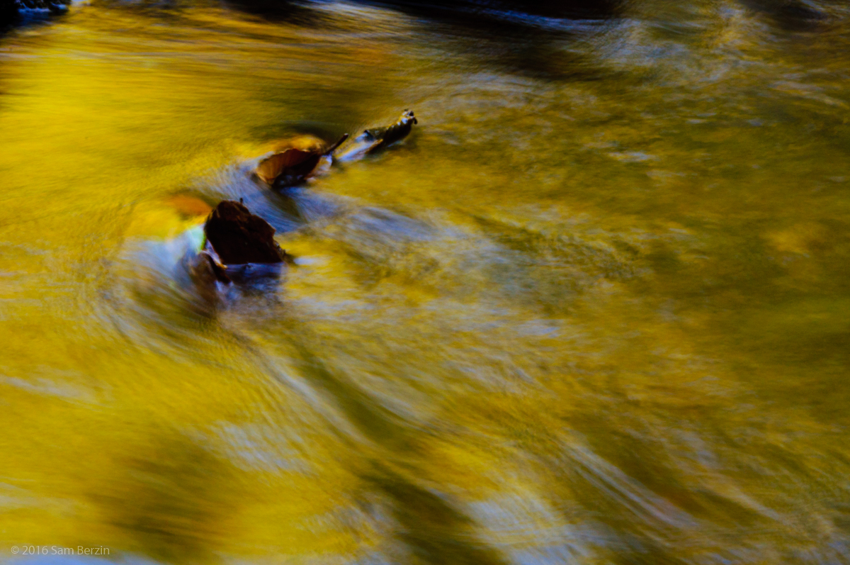 3-autumn-photography-blurred-moving-water